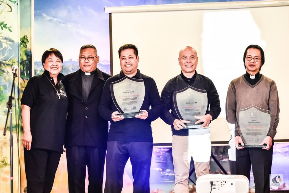 (L-R) Ms Gigi Kalong (Chairperson, Filipino Pastoral Support of Victoria, Inc), Fr Joselito 'Litoy' Asis (Chaplain, Filipino Chaplaincy in Melbourne), and Gawad Parangal Service Awardees Fr Loi Viovicente, Fr Rolyn Vics and Fr Boy Galdo.